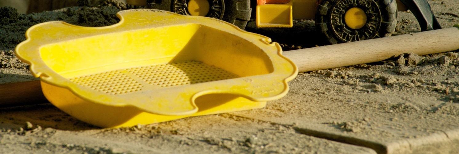 Sandkasse med gul si
